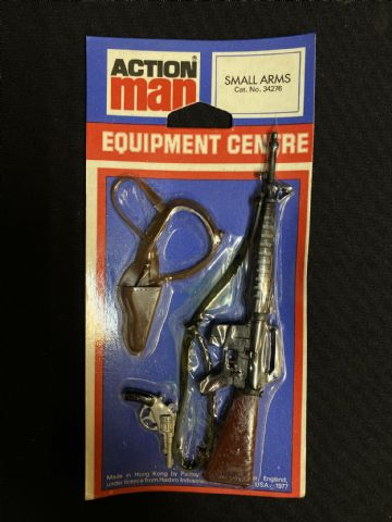 VINTAGE ACTION MAN - Equipment Centre - M16 & Shoulder Holster with Pistol - Carded